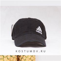 Черная кепка Ади с лого сбоку белым цветом арт2313