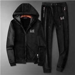 Черный велюровый костюм Армани Джинс для мужчин гулять в нем арт 4525