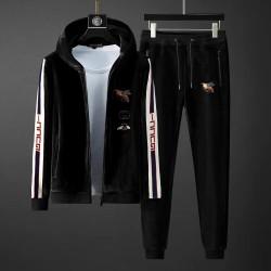 Черный велюровый костюм Gucci с белым лампасом на рукавах купить для мужчин арт 4534